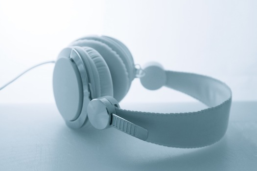 headphones-3021221_1920